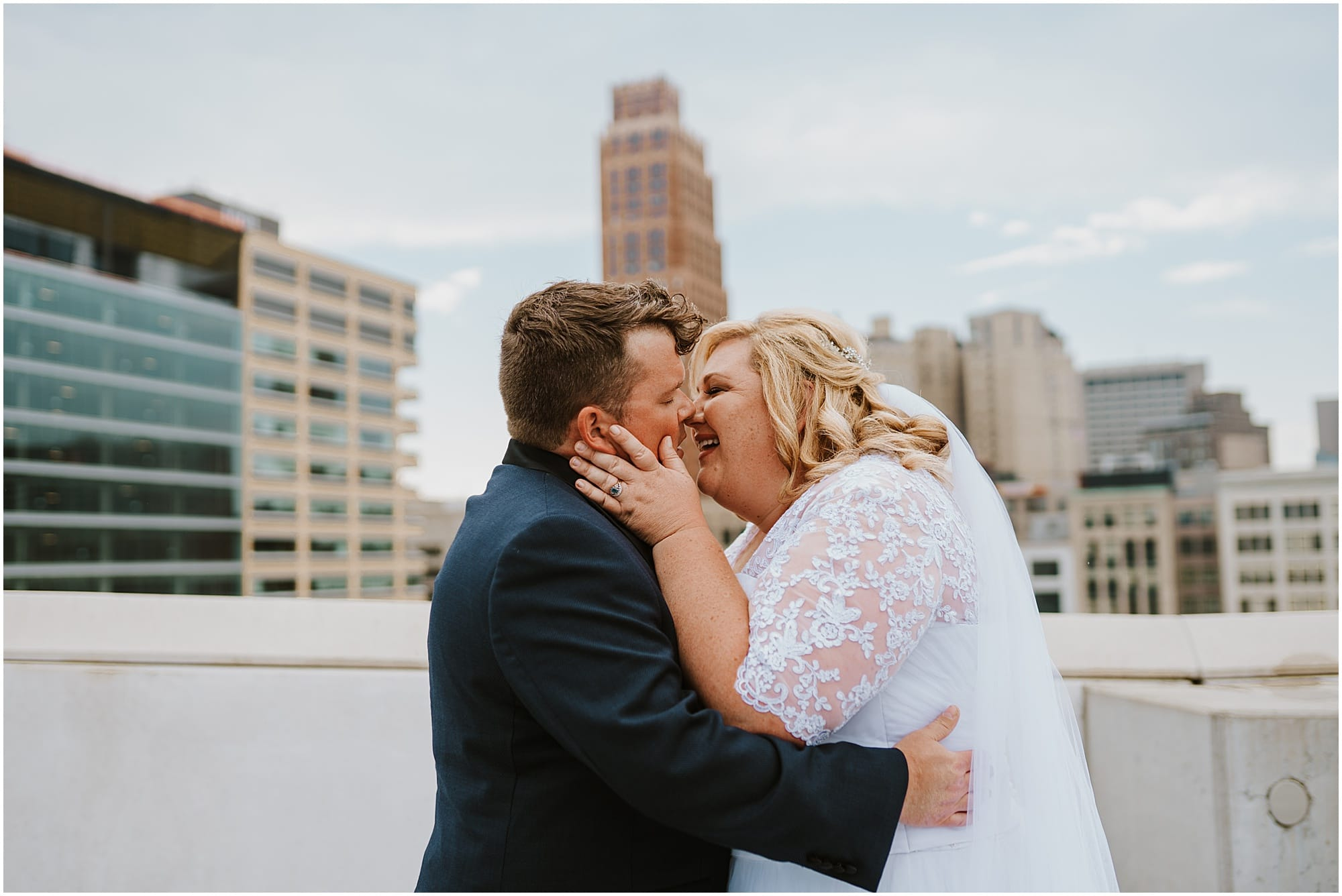 Downtown Detroit Wedding_0010.jpg