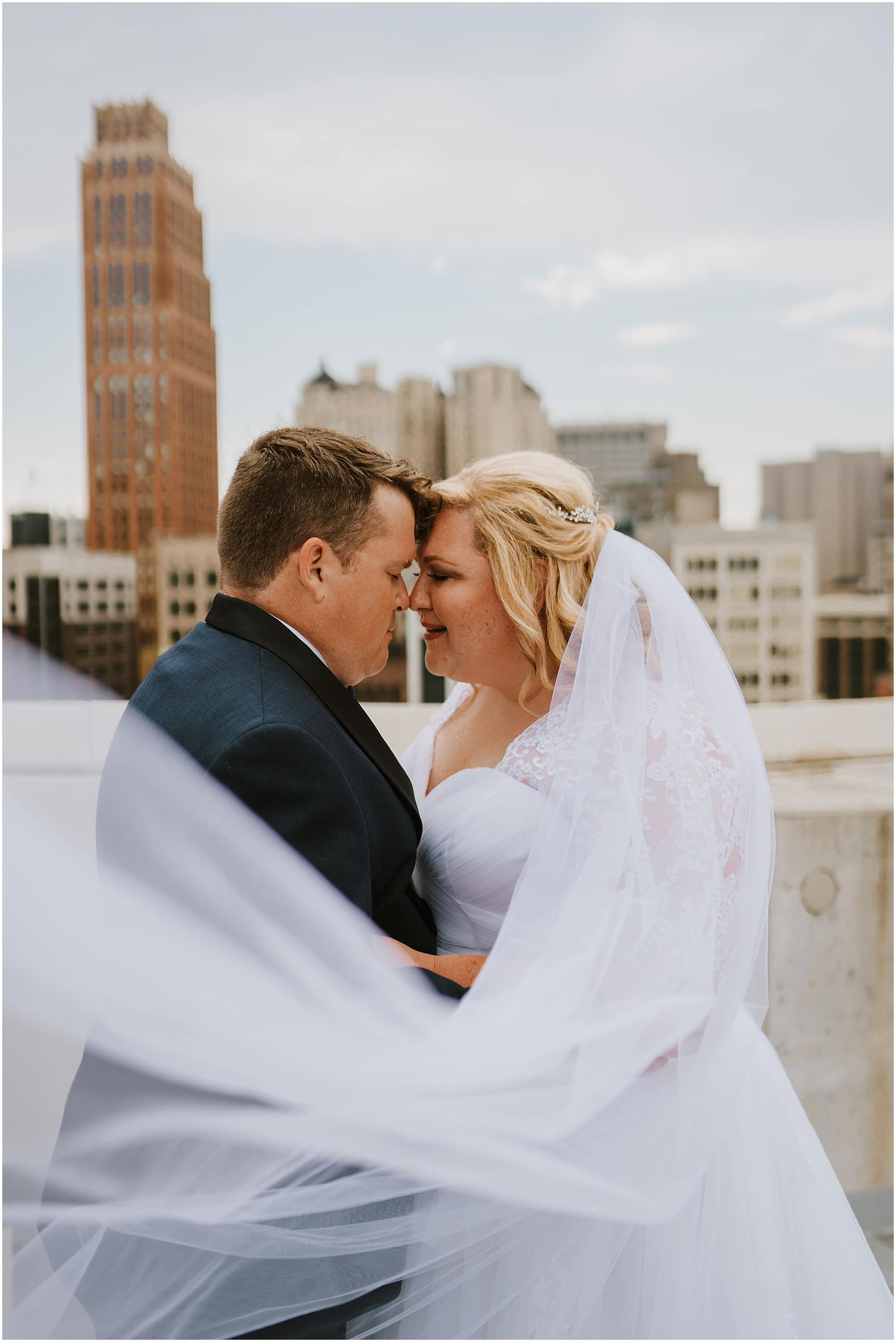 Downtown Detroit Wedding_0011.jpg